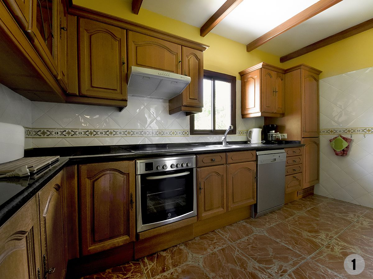 008 Loros kitchen.jpg