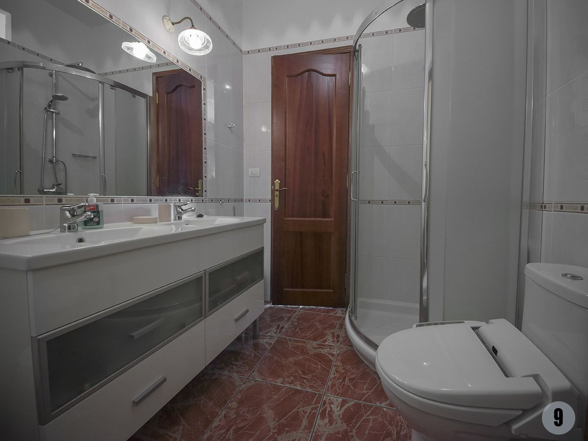 018 loros bathroom 1.jpg
