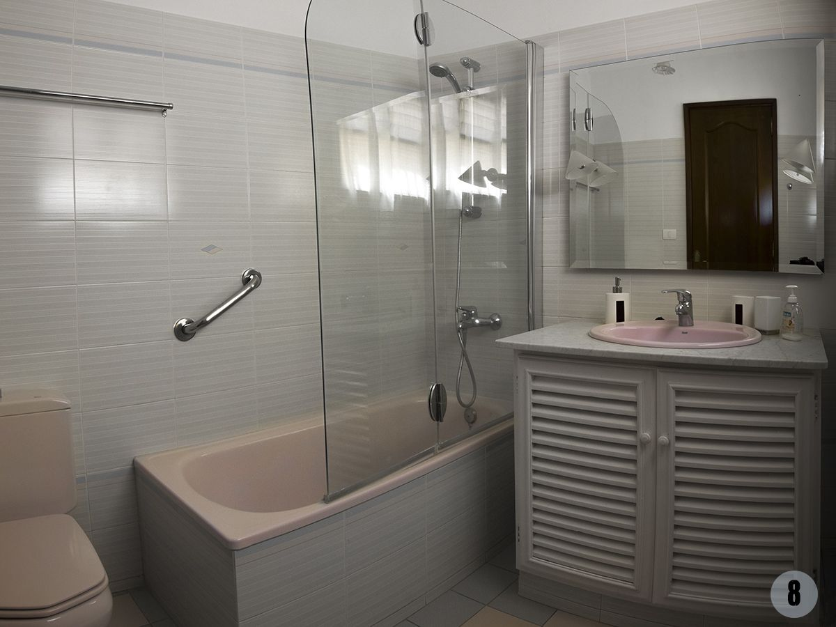 020 Loros bathroom 2.jpg